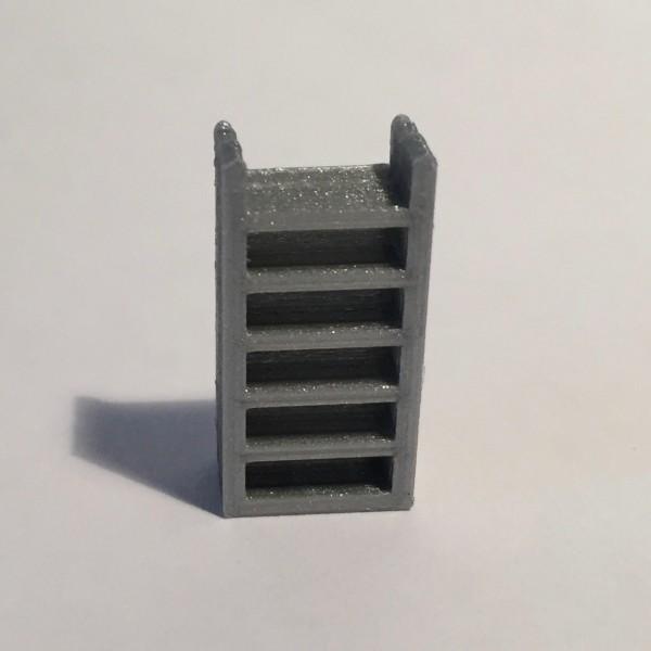 étagère haute étroite grise