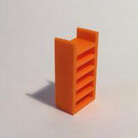 étagère haute étroite orange