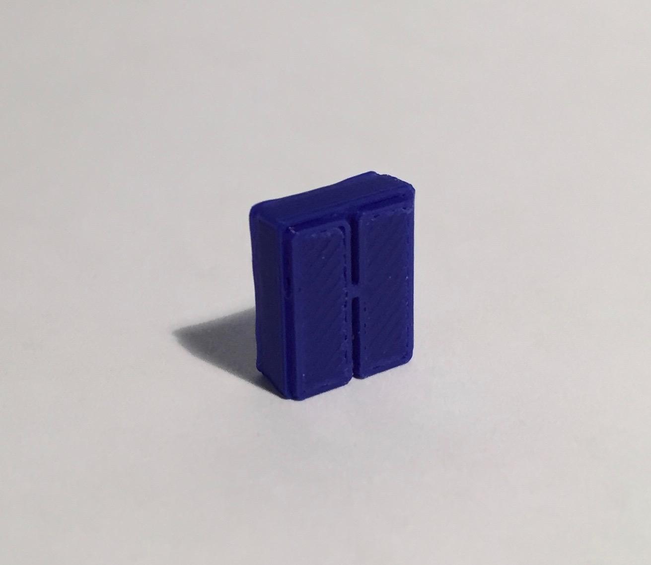 Magnet armoire basse étroite bleue