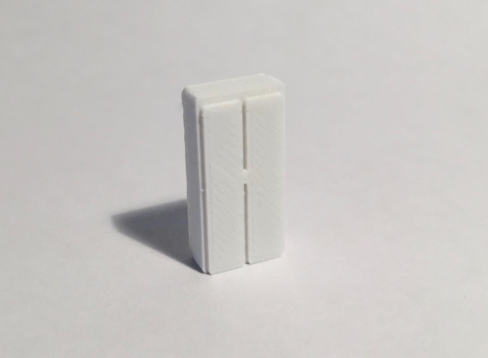 Magnet armoire haute étroite blanche